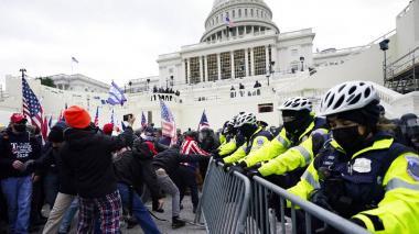 FBI descubre contacto entre asaltantes al Capitolio y persona cercana a Trump