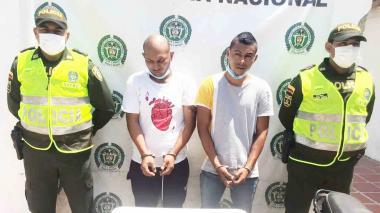 Policía captura a dos hombres con arma de fuego en Bosconia