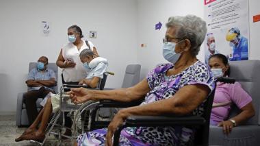 """""""No sentí la aguja, invito a todos a que se vacunen"""": vallenata de 80 años"""