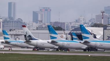 Argentina restringe vuelos internacionales y extiende medidas por covid-19
