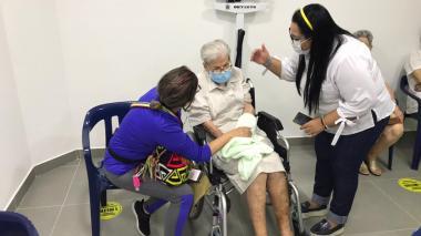 Cartagena implementa nueva estrategia para vacunar a los adultos mayores