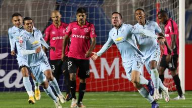 Bolívar golea al Montevideo Wanderers y espera por Junior o Caracas