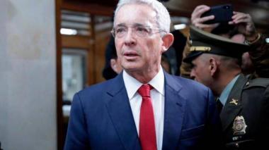 Uribe no apoya propuesta de generalizar el porte de armas en Colombia