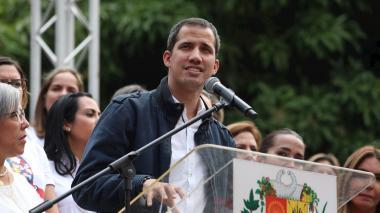 Guaidó acusa a Maduro de politizar el acceso a vacunas contra la covid-19