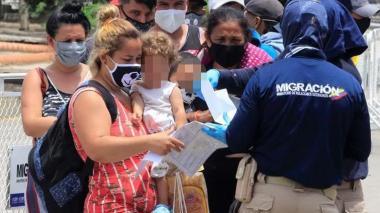 Por enfrentamientos en la frontera, más de 150 venezolanos llegan a Arauca