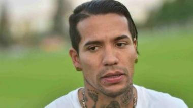 Hinchas de Oriente Petrolero agreden a Dayro Moreno por encontrarlo en un bar