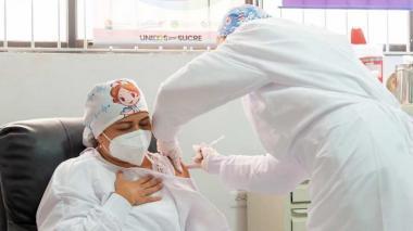El Gobierno modifica la distribución de vacunas