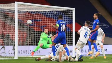 Inglaterra se pasea ante San Marino