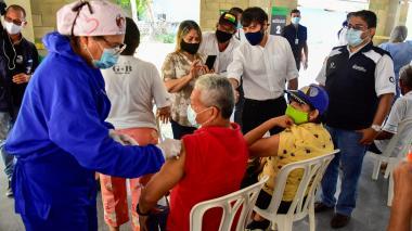 """""""Con la vacuna, barranquilleros le dicen sí a la vida"""": alcalde Pumarejo"""