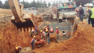 Contraloría detecta 175 alertas en obras de infraestructura del país