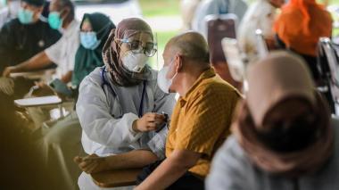Se han superado 500 millones de vacunaciones, pero aún hay desigualdad: OMS