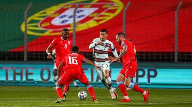 Jota y Cristiano enderezan a Portugal, con João Félix lesionado