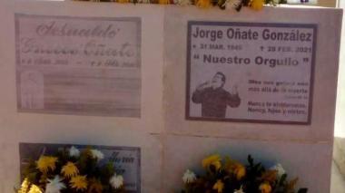Así quedó la tumba de Jorge Oñate