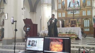 Los sacerdotes 'youtubers' que evangelizan desde la virtualidad
