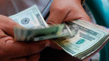 Dolar se cotiza a la baja