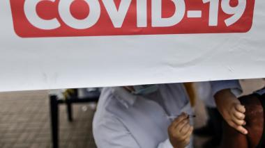 Vacunan por equivocación a 46 personas contra la covid en lugar de la gripe