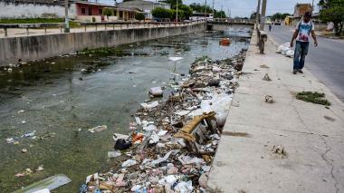 Remueven 2.200 toneladas de basura en arroyos de la ciudad