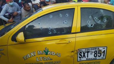 Asesinan a dos hombres dentro de un taxi en zona urbana de Maicao