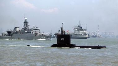 Buscan un submarino desaparecido con 53 personas a bordo en Indonesia