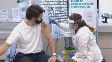 Primer ministro canadiense recibe vacuna de AstraZeneca