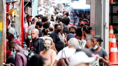 Reabren bares en Sao Paulo, tras una leve estabilización del coronavirus
