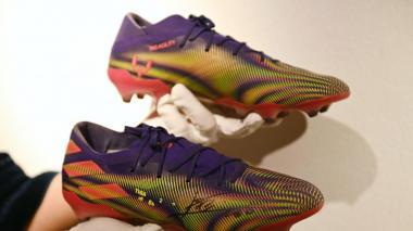 Subastan por más de 140.000 euros las botas de Messi