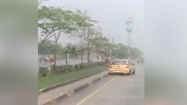 Pandillas se enfrentan bajo la lluvia en la Circunvalar