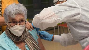 Aplican más de 2.300 segundas dosis a mayores de 70 años en Valledupar