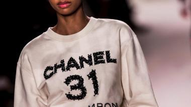 Chanel rememora en su colección crucero su amistad histórica con Jean Cocteau