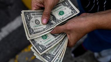 El dólar toca nuevo máximo en este año y se cotiza en $ 3.846