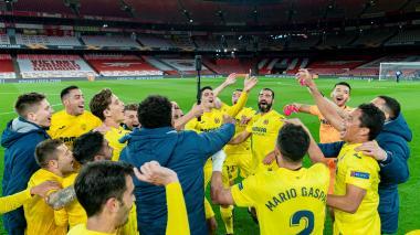 El festejo de Bacca y el Villarreal por el paso a la final
