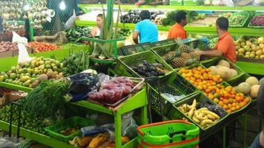 Alza en precios de carne, papa y frutas aumenta la inflación