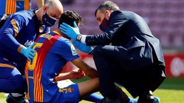 Sergio Busquets recibió un golpe en la cabeza