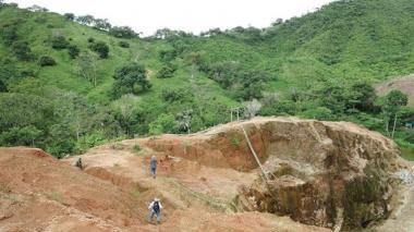 Trazan proyectos sociales para vecinos de mina aurífera en el sur de Córdoba