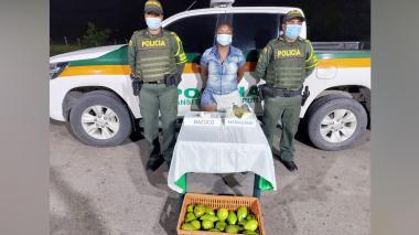Mujer llevaba marihuana y bazuco escondidos en una caja de aguacate