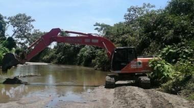 Intervienen el río Sevilla en Magdalena para evitar inundaciones