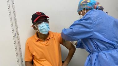 Alcaldía continuará piloto para vacunar a docentes
