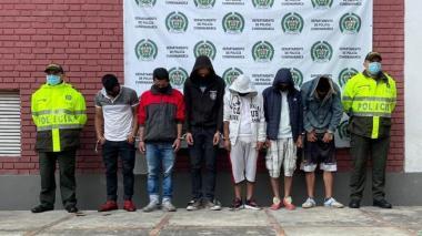 Capturan a 25 personas por entregar armas a civiles en Cali