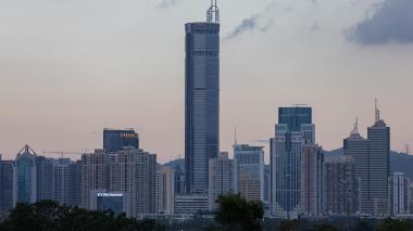 Rascacielos en China volvió a temblar y es evacuado en medio del pánico
