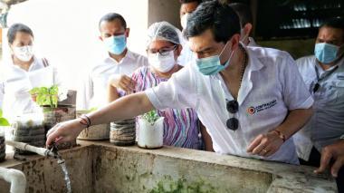 El contralor entregó el acueducto regional en Bolívar