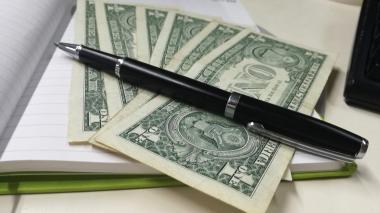 Dólar registra leve baja de $22