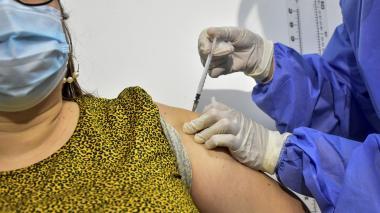 Arranca vacunación masiva a docentes