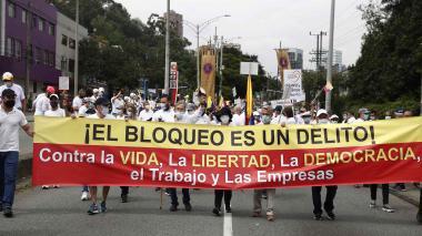 Miles marcharon contra el paro y los bloqueos