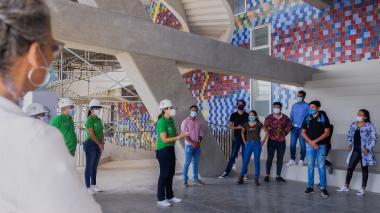 Estudiantes de la EDA hacen recorrido en la Fábrica de Cultura