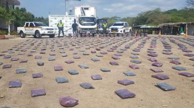 En La Guajira decomisan más de media tonelada de marihuana que venía del Cauca