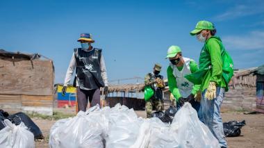 Alcaldía de Barranquilla realiza jornada de limpieza en Puerto Mocho