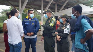 Migración Colombia acompaña caravana de migrantes detectada en Córdoba