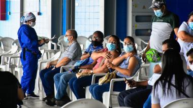 Reportan demoras en la priorización para vacunación