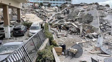 Sigue aumentando el número de víctimas por derrumbe de edificio en Miami-Dade