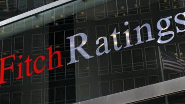Fitch rebaja nota de seis empresas con participación estatal
